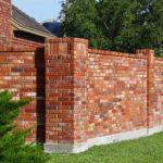 Строительство забора для частного дома из силикатного и облицовочного кирпича: пошаговая инструкция