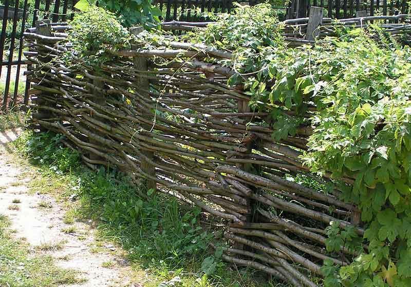 Как называется забор из прутьев