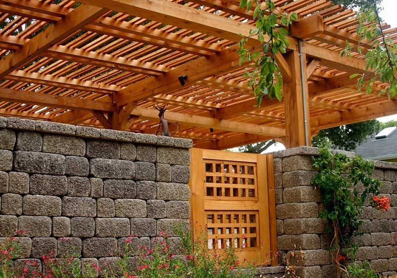 Варианты красивых ограждений для загородного дома: дизайн, образцы и виды материалов
