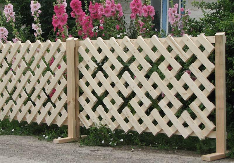 Из чего сделать недорогой забор своими руками для дома и коттеджа