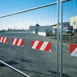 Как сделать временный забор для стройплощадки и дачи: виды, разрешение, монтаж