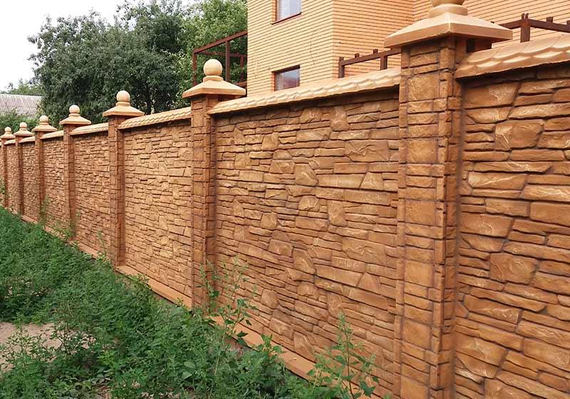 двухсторонний забор из бетона
